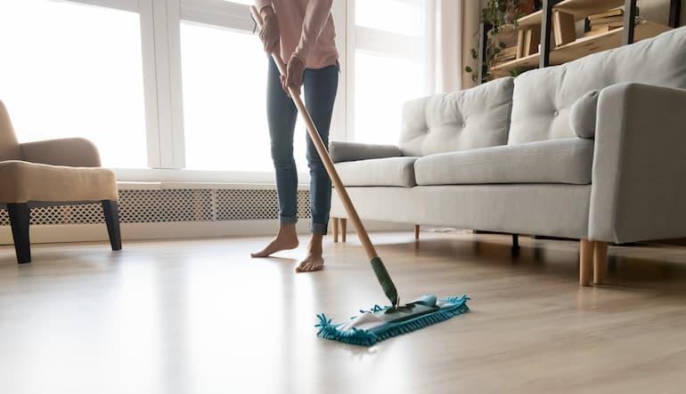 limpiar suelos de madera laminada